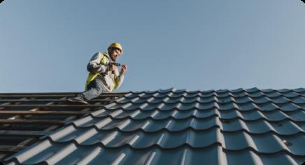 long-shot-man-working-roof
